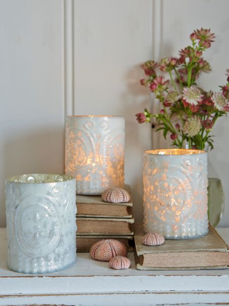 White Embossed Tealight Holder