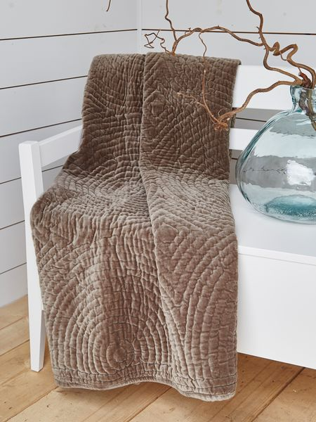 Quilted Velvet Throw - Mocca